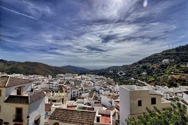 Ojen, un village entre la méditerranée et la montagne